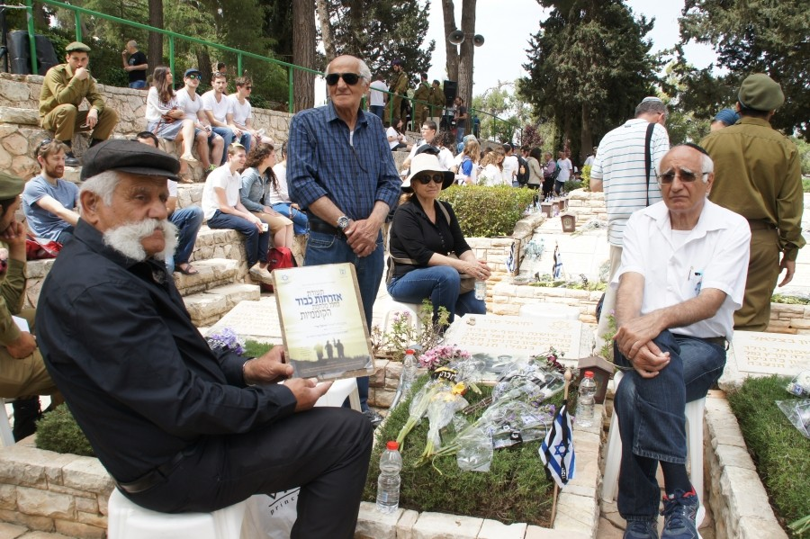 Volunteers help families of the fallen mark Yom HaZikaron